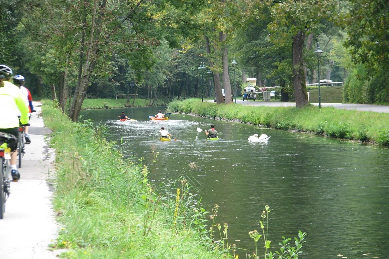 cycling around Lake Worthersee