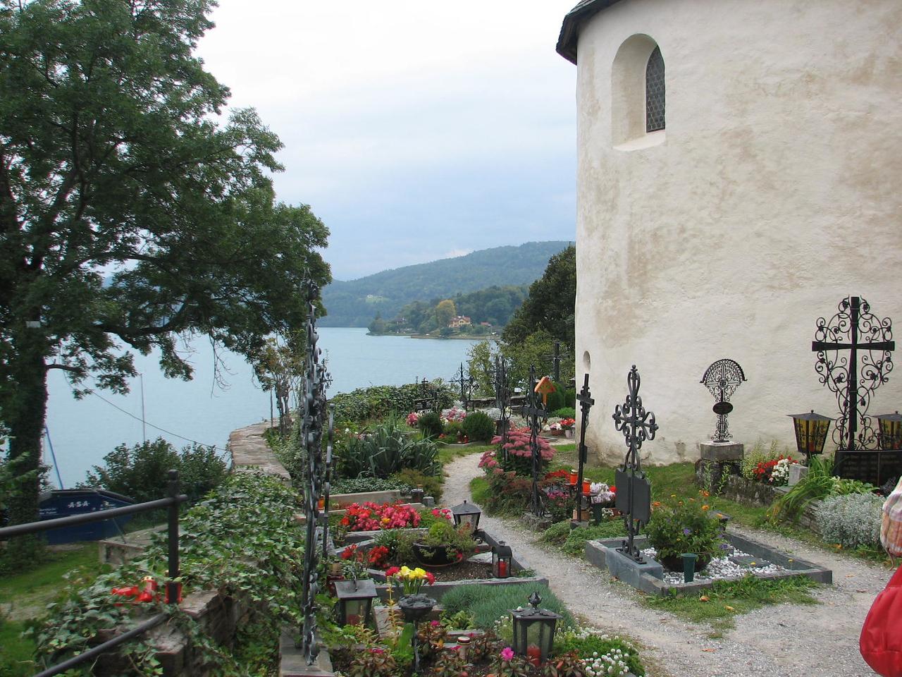 Church & graveyard, town of Maria Worth