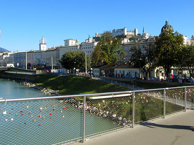 sweetheart paddle locks on walking bridge