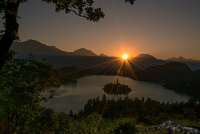 Východ slunce nad Bledským jezerem