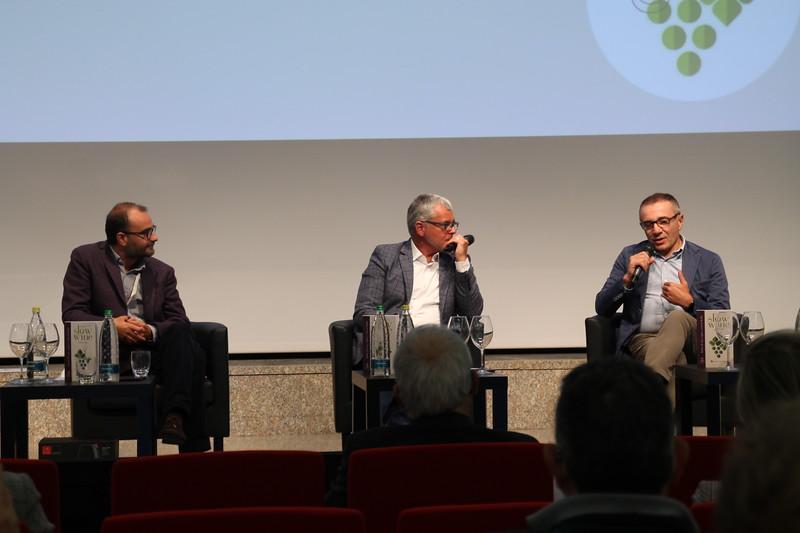 Giancarlo Gariglio e Fabio Giavedoni, curatori della guida, con Rocco Tolfa, caporedattore Tg2 e curatore della rubrica Costume e società