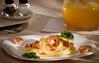Fettuccine com camarão e rúcula