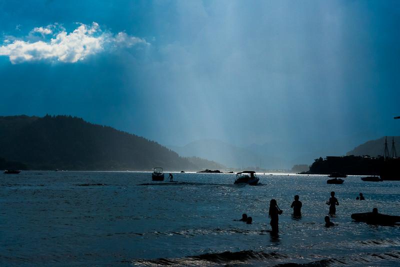 Sol e chuva no Reveillon de Ubatuba. Vida dificil...