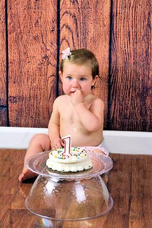Kynzlee 1 year Smash the Cake