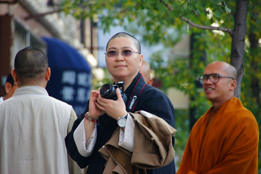 http://smilingfacestravelphotos.com : A monk wields a dSLR in his hands while flashing a smile in the Chinatown neighbourhood of Chicago, Illinois - USA : Travel Photo