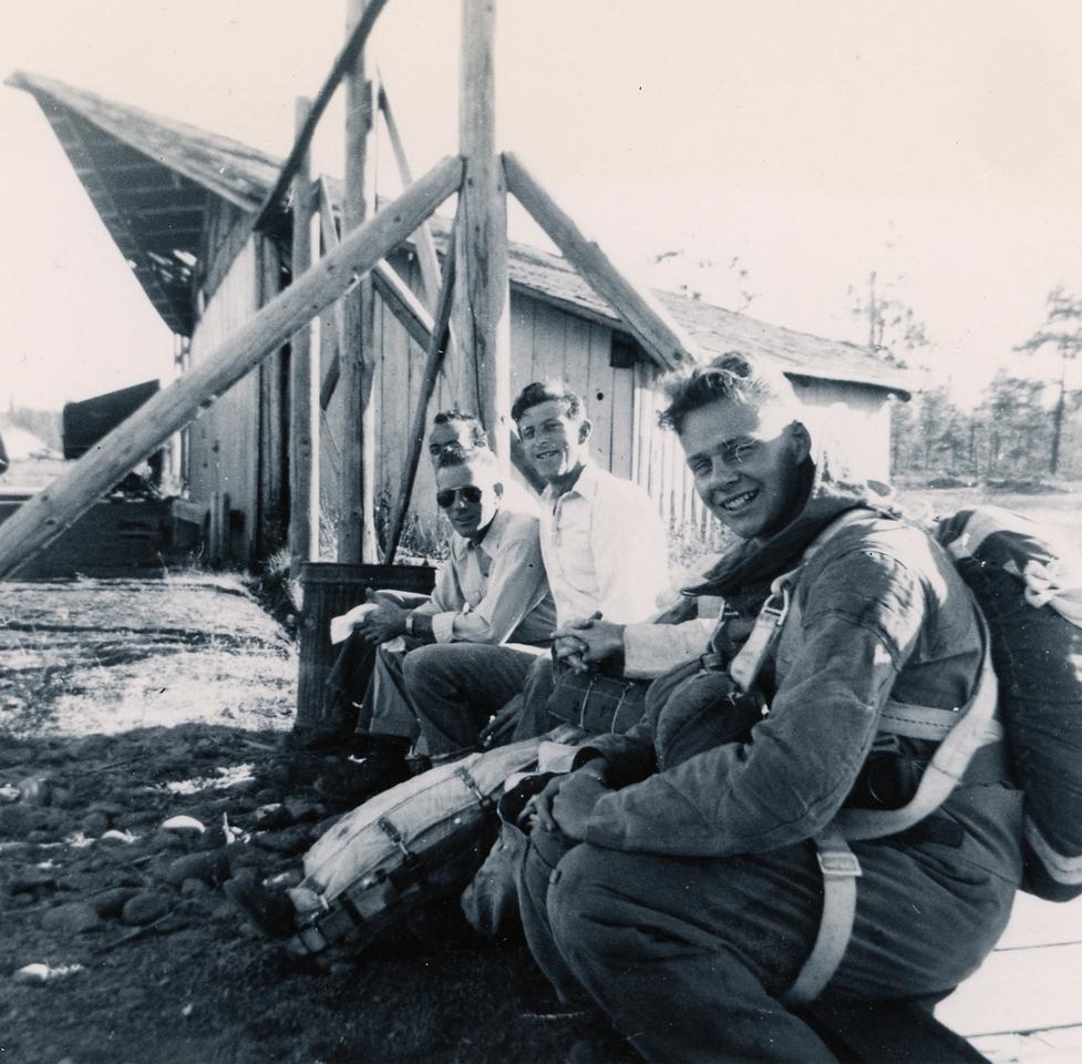 L-R: Unknown, Ed Scholtz (Pilot), Orv Looper (CJ-49), Unknown