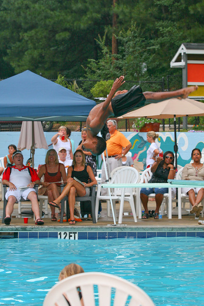 Sharks-Redfield-Dive-120