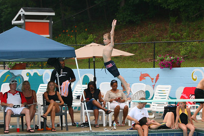 Sharks-Redfield-Dive-35