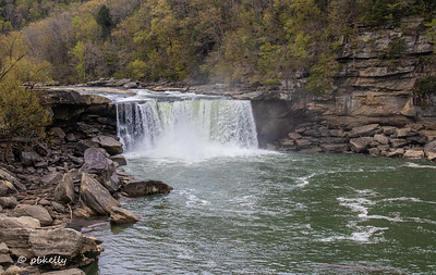 Shot of the Falls from farther away.