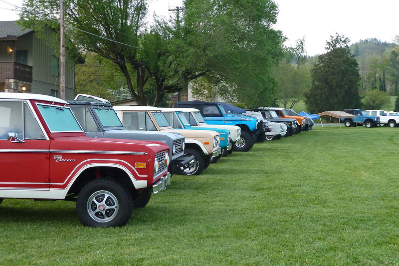 We arrived in Townsend TN, our stop outside the GSMNP, to find the whole town was in the midst of a Bronco convention.  We had one of the few non Bronco rooms in the place!