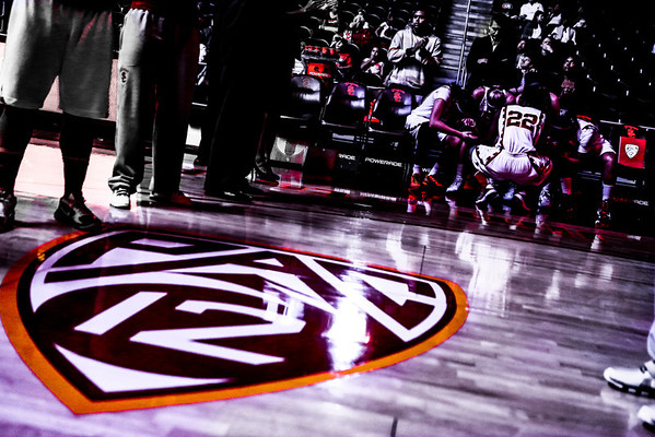 01/10/2013:<br /> The Women of Troy basketball team gathers together before the starting line up is announced.