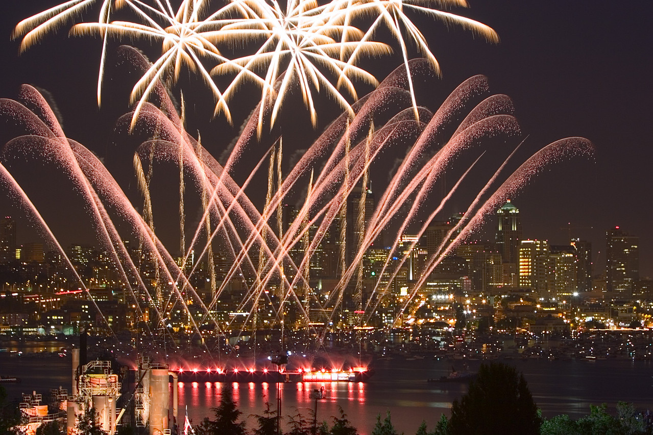 4th of July Fireworks Show at Lake Union Seattle