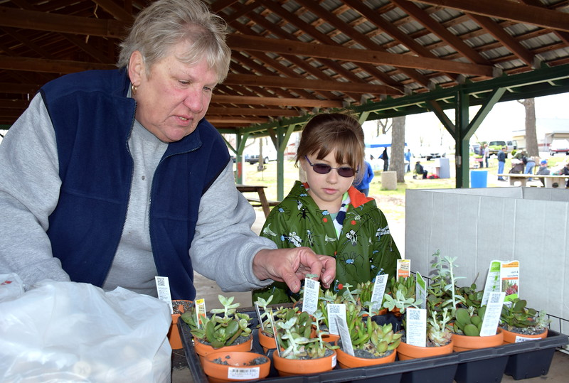 Debby High — For Montgomery Media<br /> Perkasie Borough Parks and Recreation Director Carolyn Hanel helps Amelia Yates with a garden craft.
