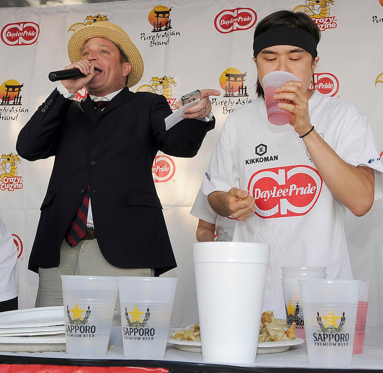 . MC Sam Barclay announces the count as Matt Stonie powers down the pot stickers. The World Gyoza Eating Contest took place as part of the annual Nisei Week Foundation festival. Matt Stonie of San Jose ended up setting a new world record by eating 268 pot stickers, edging out last years winner Joey Chestnut who ate 251. Los Angeles, CA. 8/17/2013(John McCoy/LA Daily News)
