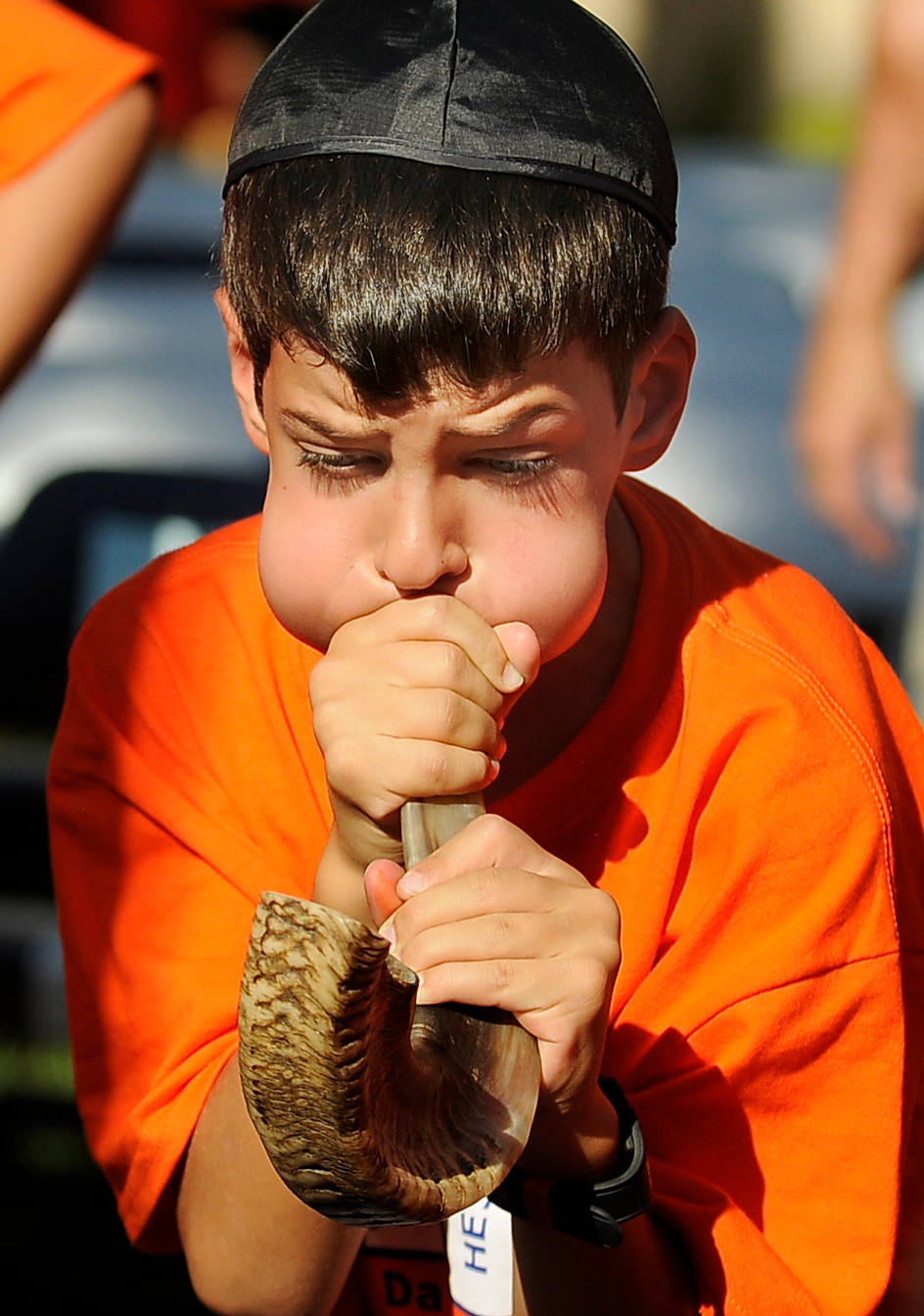 . Ariel Levin,8, blows on the shofar, made from a rams horn, with all his might. Children at the Abraham Joshua Heschel Day School gathered to blow their shofars and sing Jewish songs for the Rosh Hashanah holiday. Northridge, CA. 8/30/2013(John McCoy/LA Daily News)