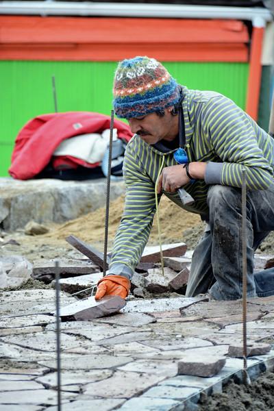 2105 vina hand laying pavers