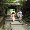 Yukata walkers, Koudai-ji Temple entrance, Gion, Kyoto