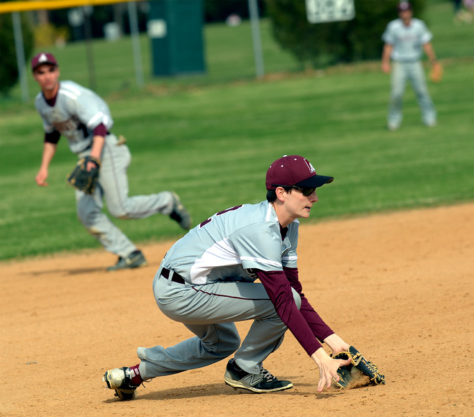 Bob Raines--Montgomery Media<br /> Abington third baseman Matt Close stops a Tennent grounder.