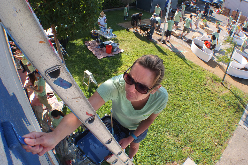 . Molly Sigworth paints a mural and was one of the volunteers on hand at Bud Carson Middle School in Hawthorne Friday as gardens were built to grow vegetables and flowers. The Community Kitchen and TrueCar partnered with the school in the effort. (Fri., Sept 13, 2013 Photo by Brad Graverson/The Daily Breeze)
