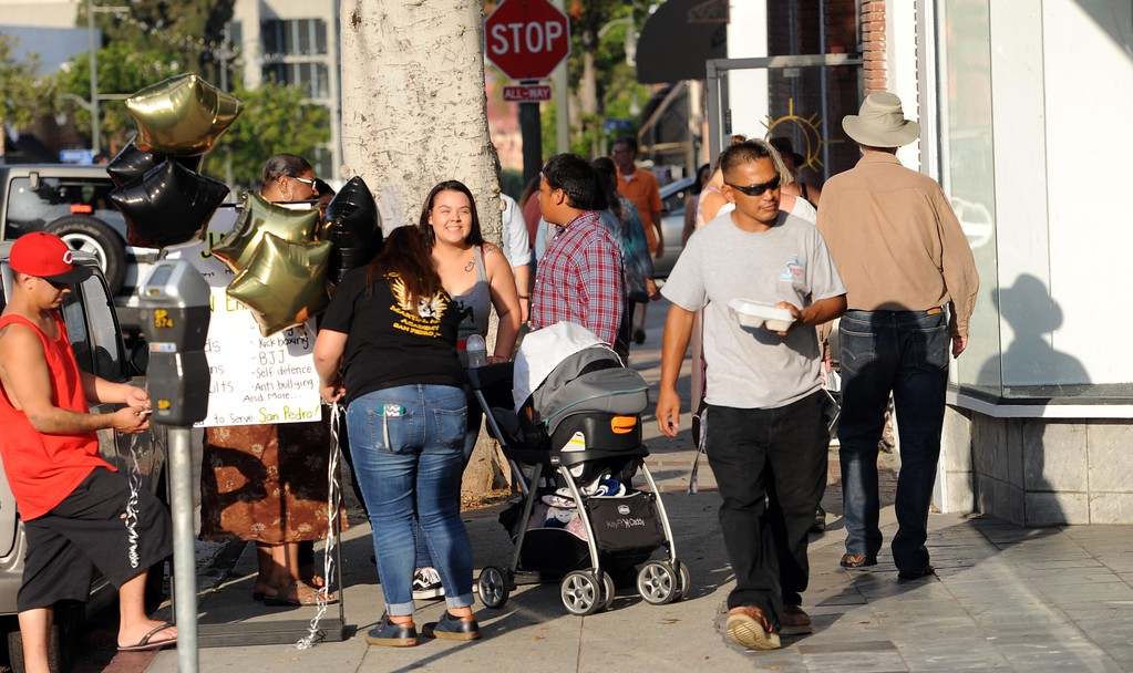 . First Thursday Art Walk along 6th Street, where visitors strolled downtown San Pedro�s art galleries, restaurants and shops.  Pedro, Thursday, July 6, 2017.            ( Photo by Stephen Carr /  Daily Breeze / SCNG )