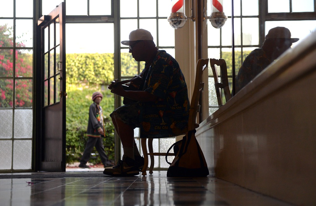 . Musician John Profeta, of San Pedro Calif., plays the guitar inside The Arcade along 6th Street, during First Thursday Art Walk. San Pedro, Thursday, July 6, 2017.            ( Photo by Stephen Carr /  Daily Breeze / SCNG )