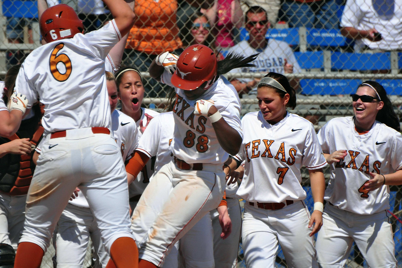 Nadia Taylor scoring her walk-off solo homerun against Arizona State