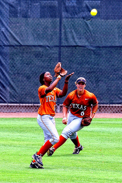 Brejae Washington makes the catch while Taylor Hoagland is positioned for backup