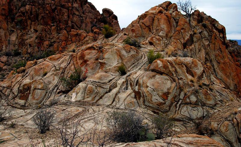 Unusual design on rocks2