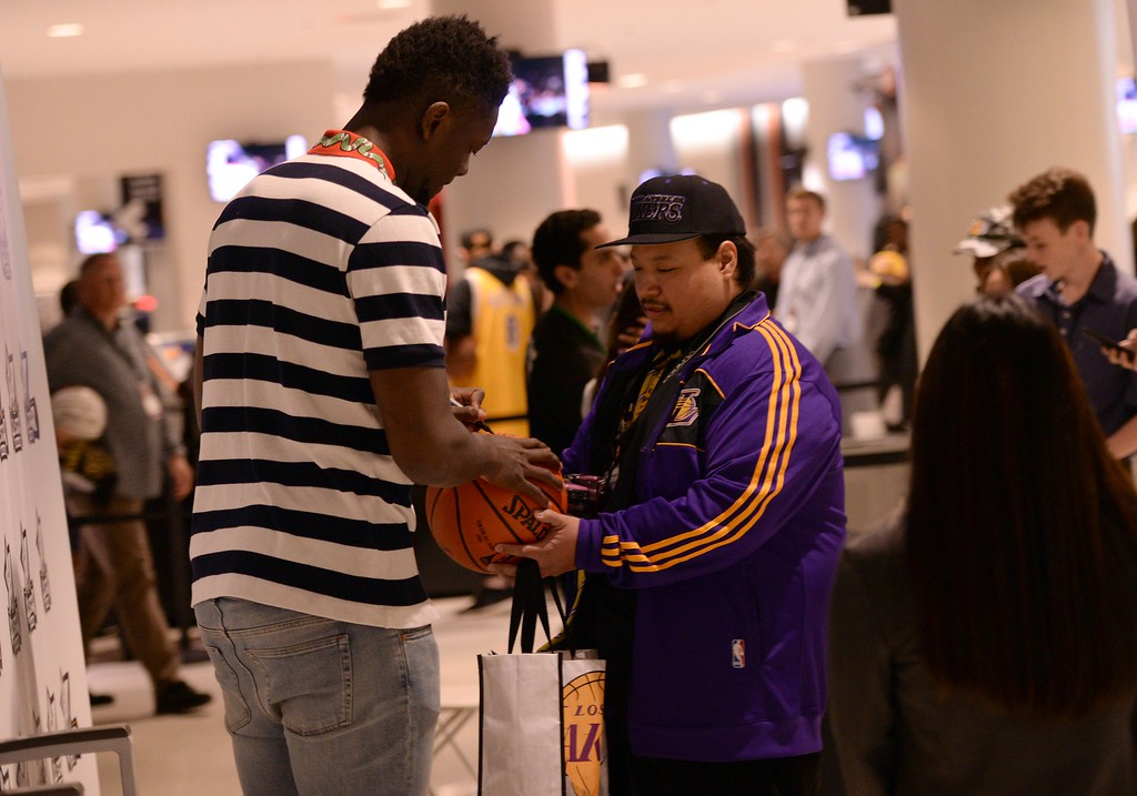 . Los Angeles Laker Julius Randle signs a ball for Laker fan Armando Mantanapibul, of Riverside Calif.,  during The Los Angeles Sports & Entertainment Commission (LASEC) 13th annual LAKERS ALL-ACCESS, at the Staples Center.   Los Angeles  Calif., Monday, February ,27, 2017.            ( Photo by Stephen Carr / Daily News / SCNG )