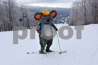 Mogul Mouse Hits the Slopes! March 5th.2013