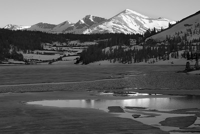 View of the Kuna Crest in Black and White