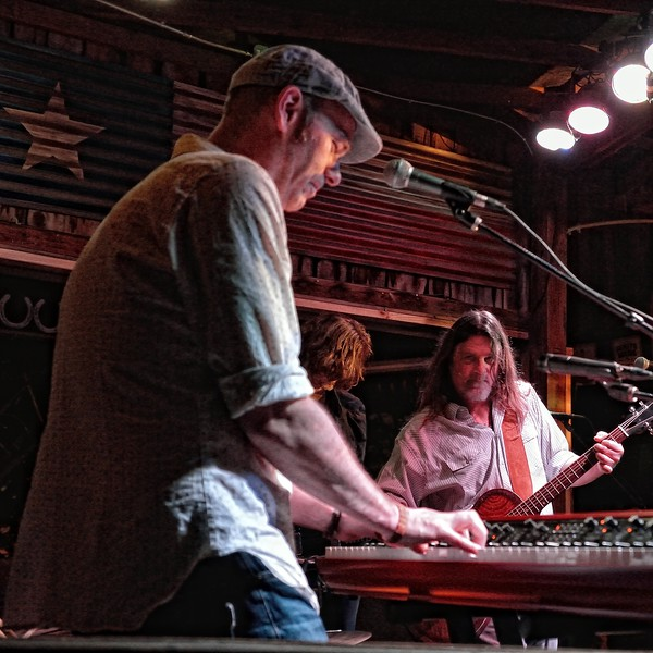 Bart de Win joins Walt Wilkins and the Mystiqueros at Love and War in Texas