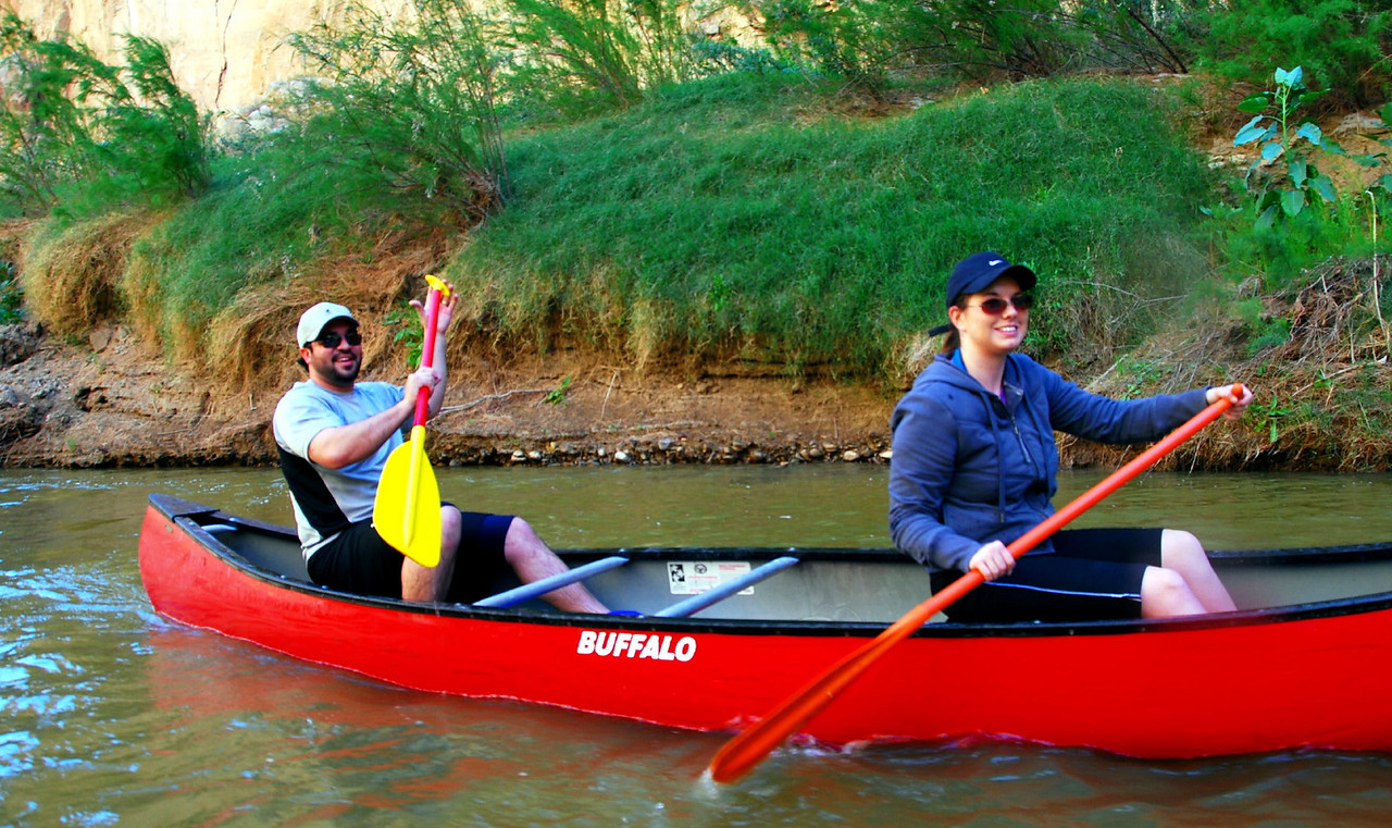 Lawrence and Jennifer getting the hang of canoeing