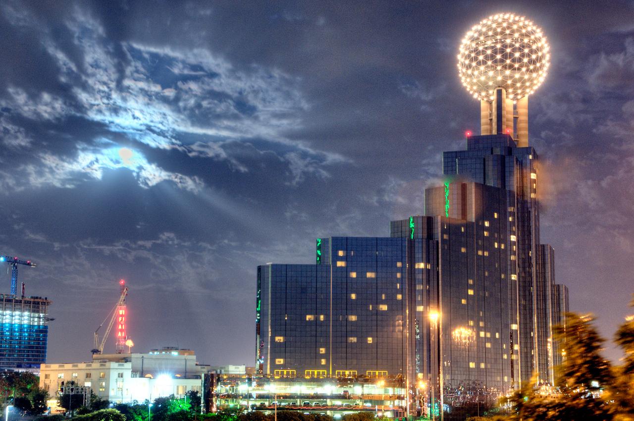 Full moon in Dallas