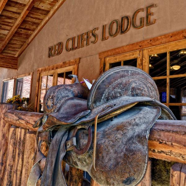 Red Cliffs Lodge in Professor Valley
