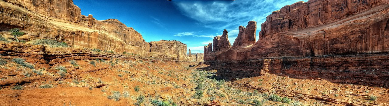 Panoramic view of Park Avenue in Arches National Park