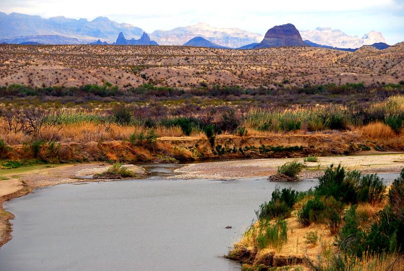 Mule Ears and Cerro Castellan in distance2