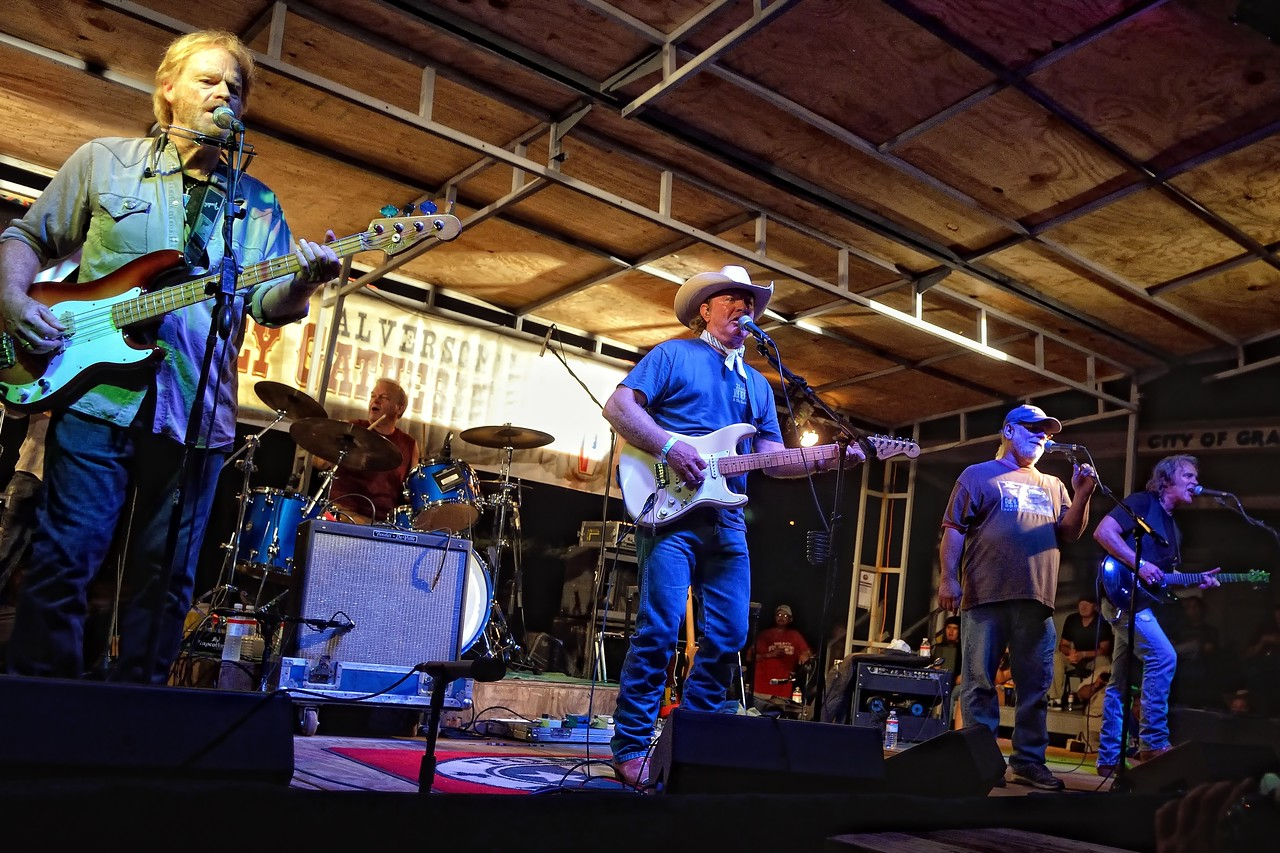 """Tommy Alverson sits in with the Lost Gonzo Band for """"London Homesick Blues"""""""