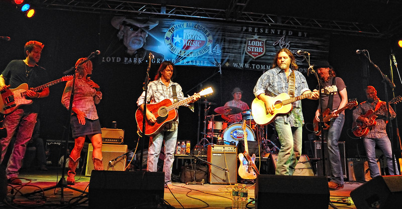 Walt Wilkins and the Mystiqueros