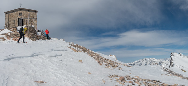 Chapelle du Mont Thabor met rechts Pic du Mont Thabor