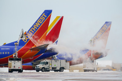 112420_airfield_deicing_southwest-053