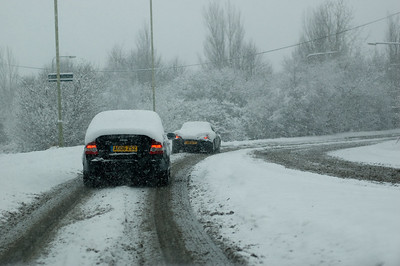 Snow on 2 Feb 2009 (35) Porche struggling up the hill.
