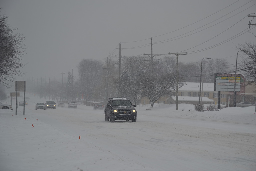 . Light traffic in the area of Drake Road and Grand River Avenue in Farmington Hills. Anne Runkle / The Oakland Press.