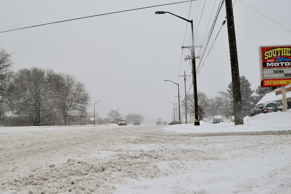 . Heavy snow and light traffic in Waterford Township. Photo by Natalie Broda / The Oakland Press.