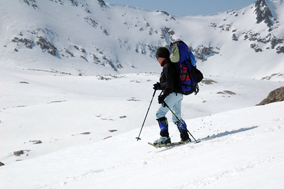 Teri glides down the slopes with the eastern face of Diamond Mesa in the background.