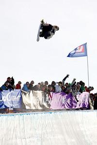 Danny Davis in the halfpipe in Breckenridge, Colorado at the Chevrolet US Snowboard Grand Prix. Dec. 2006