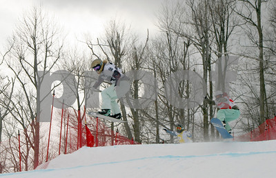 Lindsey Jacobellis (Stratton Mountain, VT) is in the lead at the Visa U.S. Snowboarding Cup, Lake Placid, NY. Photo © Oliver Kraus/FIS