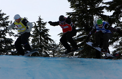 U.S. Snowboarding's Jonathan Cheever competes in a preliminary heat of the 2009 LG Snowboard FIS World Cup at Cypress Mountain, BC. Images in this gallery may be used for editorial use only and photographer must be credited. Photo © FIS – Oliver Kraus