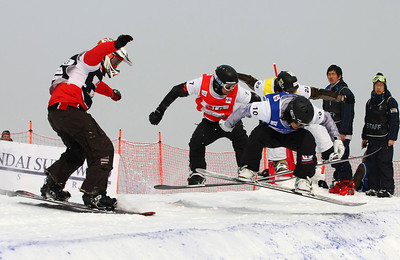GANGWON, Korea, Jan. 18 Snowboardcross Word Championships Graham Watanabe (blue) Photo © fotograferen.net Images in this gallery may be used only for editorial use and photographer must be credited