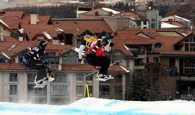 Semi Final 1 Men: Jonathan Cheever (USA, black bib), Fabio Caduff (SUI, yellow bib), Alex Pullin (AUS, red bib) 2010 LG Snowboard FIS World Cup SBX Telluride Photo © FIS/Oliver Kraus Image may be used for editorial purposes only.